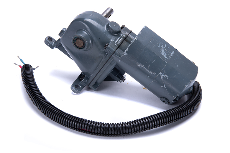 Dayton AC/DC Gearmotor, 50 RPM, 45 F, lbs. torque 1/15 HP, 115 volts, 100:1 Ratio